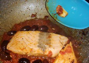 Salmone pomodorini e olive