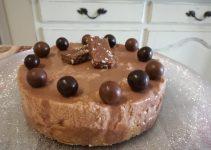 Torta mousse al cioccolato finita