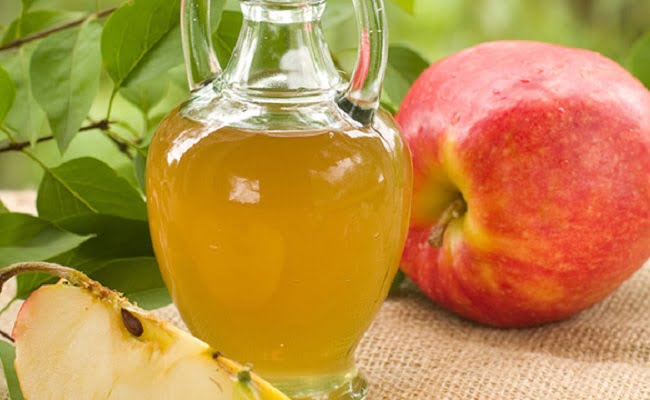 bottiglia di aceto di mele
