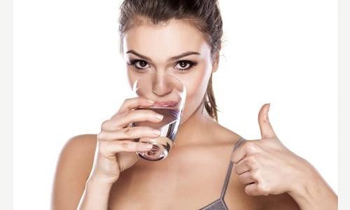 come bere più acqua ogni giorno per restare in salute