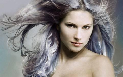 Non male questi capelli grigi vero?