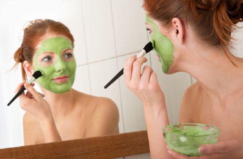 Una maschera al cetriolo è perfetta per combattere le rughe!