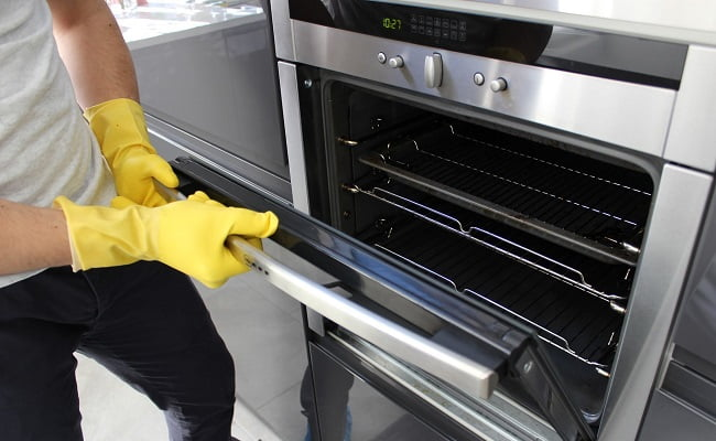 Rimedi della Nonna per pulire il forno