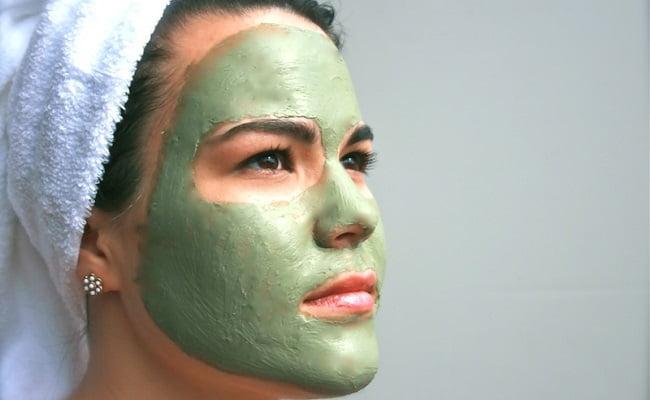 Il miglior unguento da pigmentary nota su una faccia