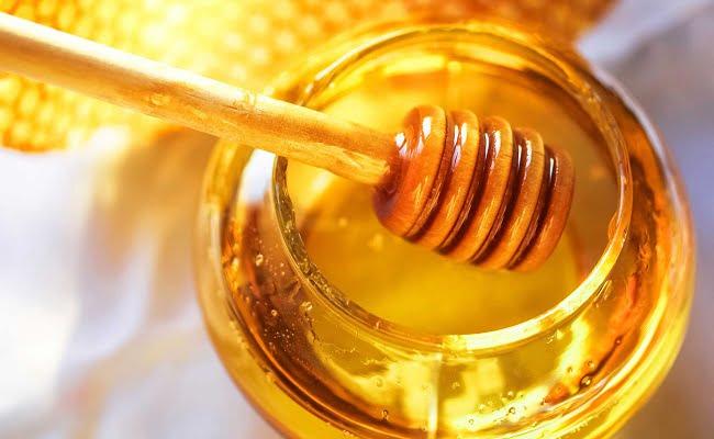 zoom su tazza di miele