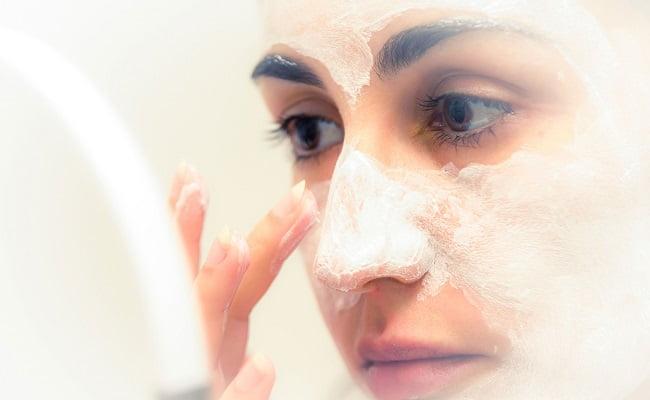 Trattamenti naturali per una pelle del viso sempre giovane e liscia