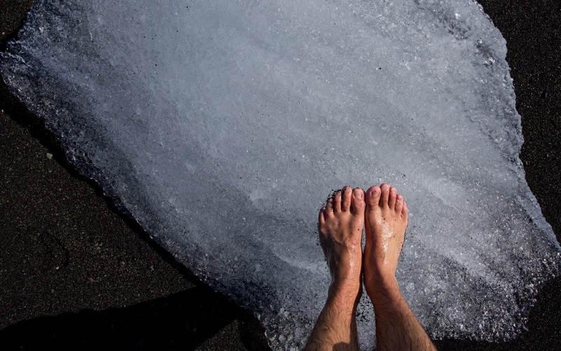 Acqua fredda e ghiaccio per i piedi: perchè fa bene