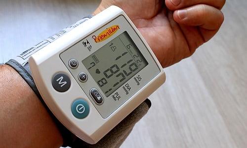 misuratore di pressione per verificare la pressione alta