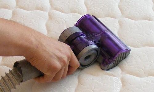 Come pulire materasso come pulire il materasso sporco for Dormir materassi