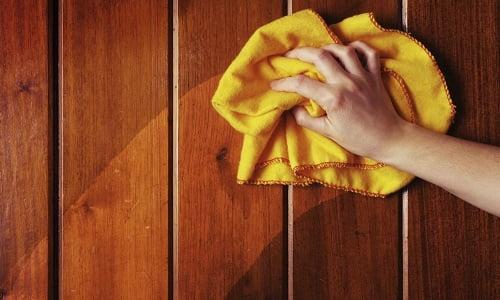 come pulire mobili in legno con i rimedi della nonna