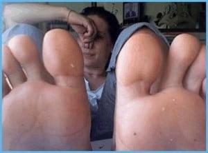 rimedi per la puzza di piedi