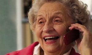 Gli anziani e i telefoni: una storia d'amore che nasce.