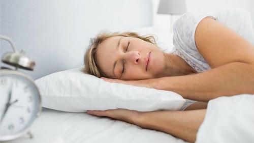 Provate il sonnifero naturale della Nonna e in pochi istanti vi ritroverete a dormire!