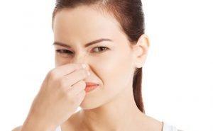 vi state chiedendo perchè la vostra urina ha un cattivo odore? Forse avete alcuni di questi problemi!