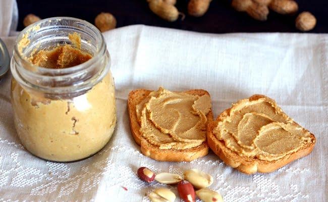 burro di arachidi spalmato sul pane