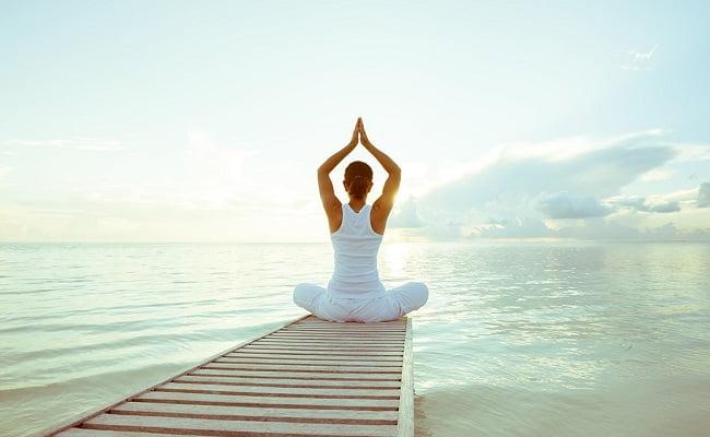 fare yoga aiuta il mal di schiena