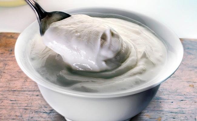 Mangiare yogurt fa bene, ecco perchè aggiungerlo alla dieta